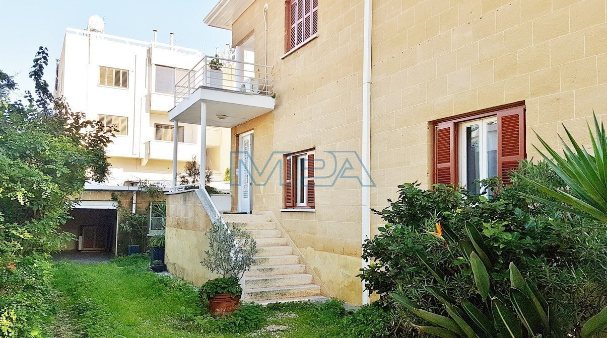 Upper House Apartment in Agios Andreas for Rent