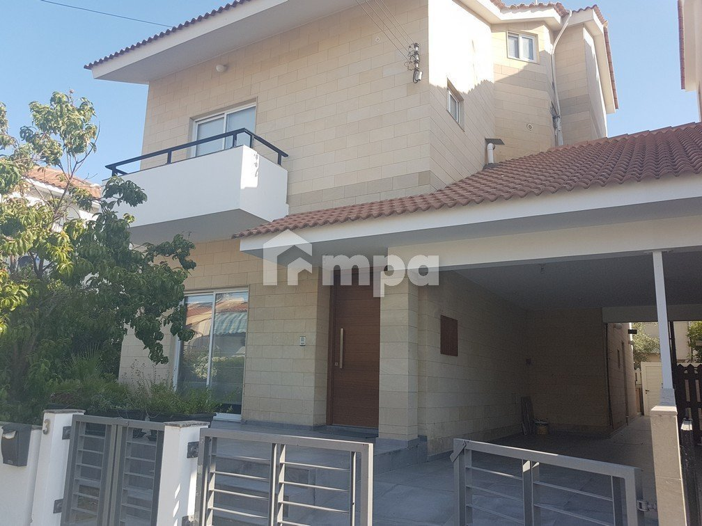 Four Bedrooms House in Makedonitissa For Rent