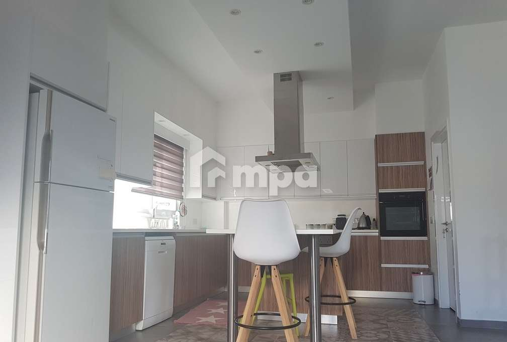 1563131584-Four-Bedrooms-House-For-Rent-In-Makedonitissa_24