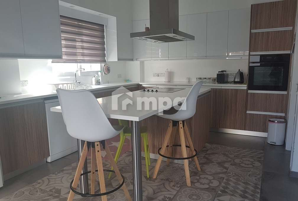 1563131660-Four-Bedrooms-House-For-Rent-In-Makedonitissa_29