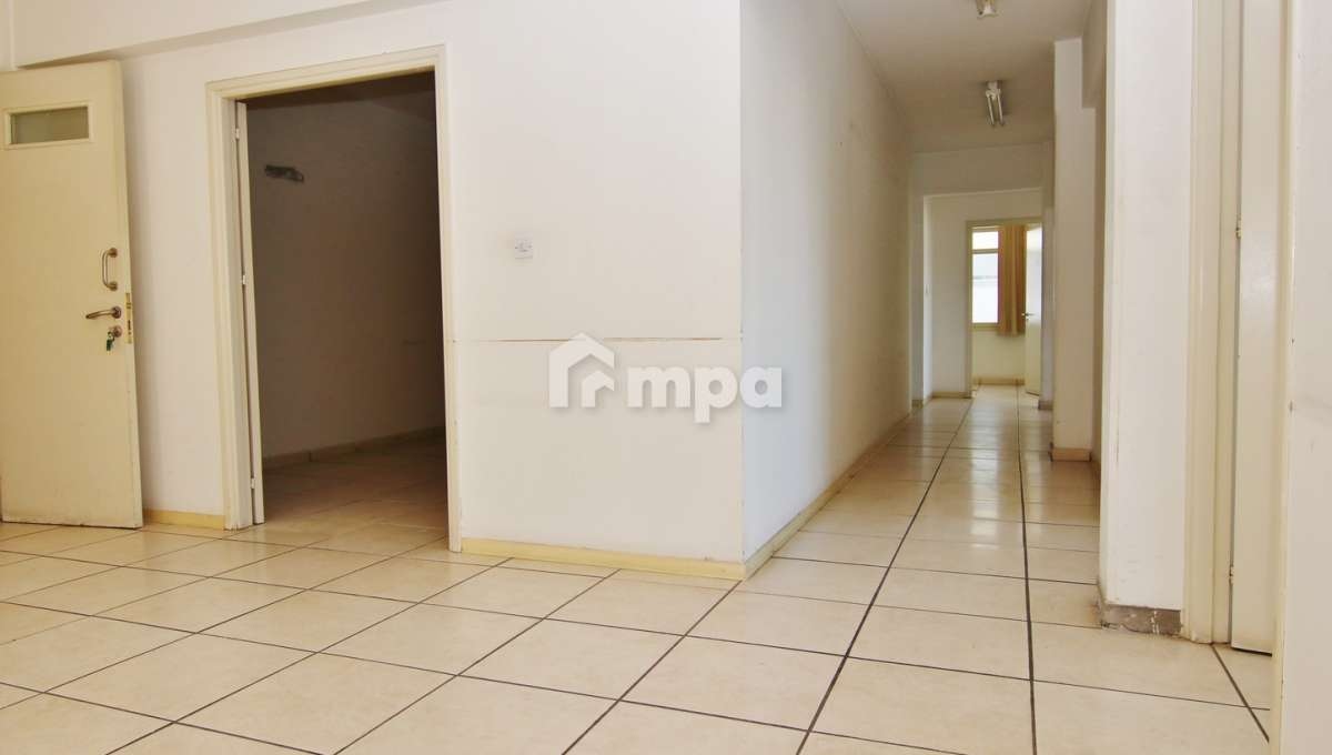 38302-38301-1561551851-OfficeRentStrovolos00001