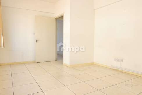 38302-38301-1561551855-OfficeRentStrovolos00004