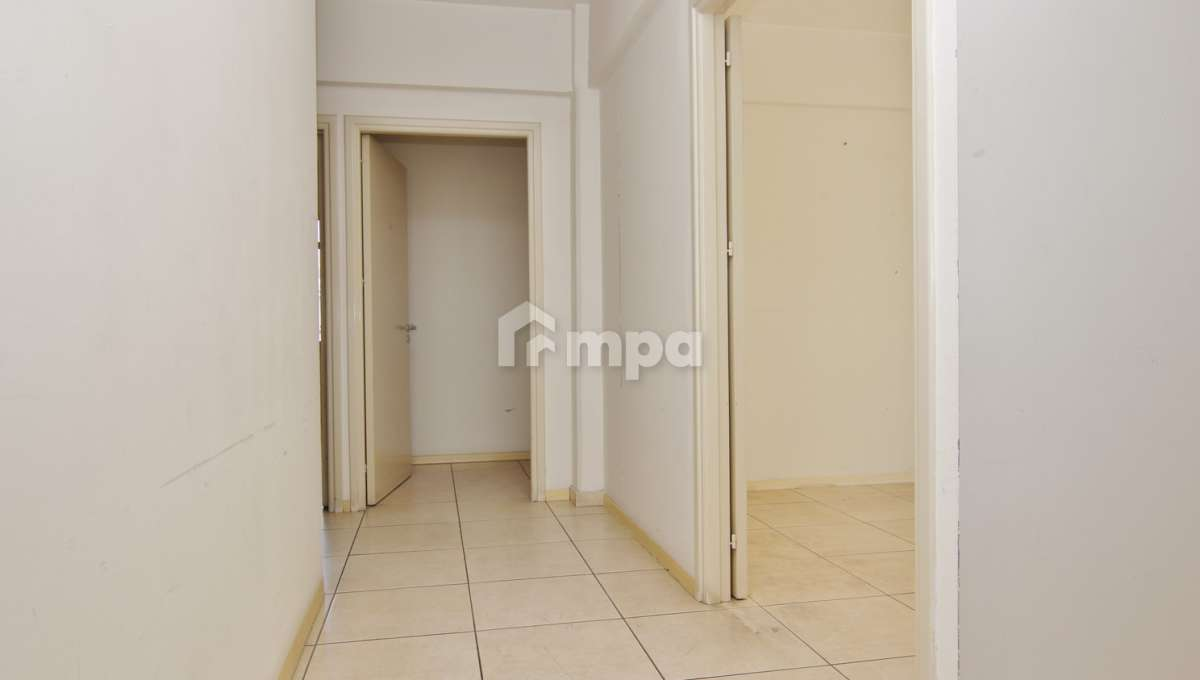 38302-38301-1561551857-OfficeRentStrovolos00006