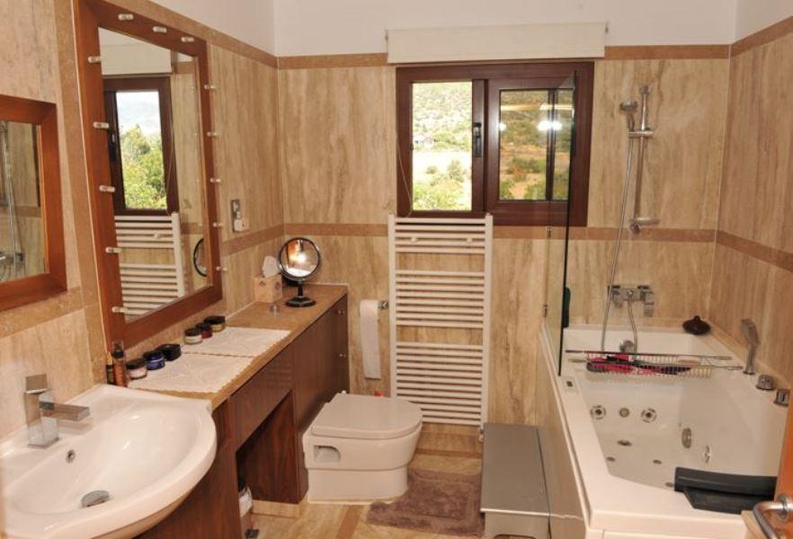 bathroom-with-jacuzzi
