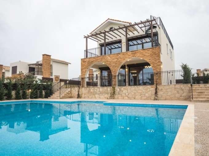 Elegant Second Line Villa in Ayia Thekla