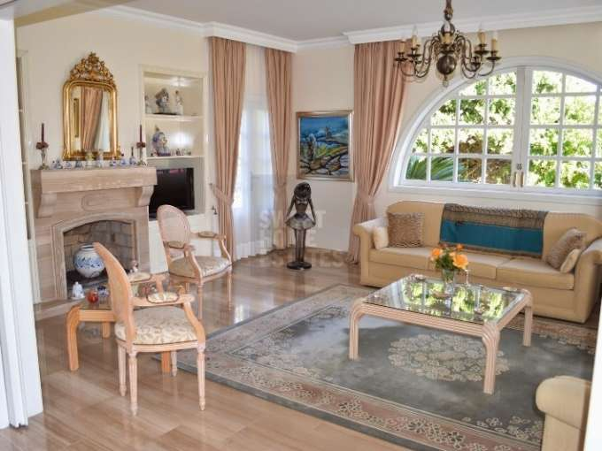 Luxury Villa with Large Garden in Paralimni