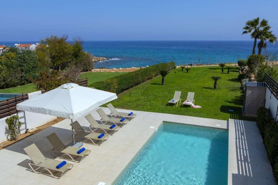 Beachfront Villa with large Plot in Kapparis