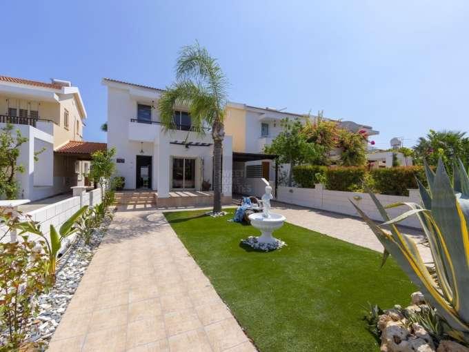Attractive Beachfront Villa in Meneou Larnaka